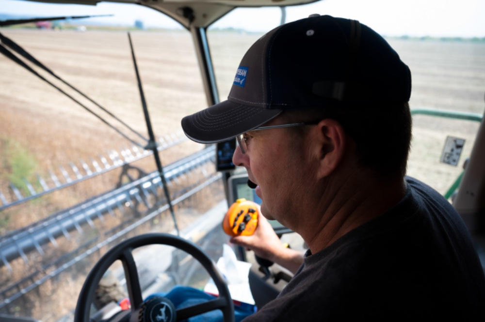 Jeff Jorgenson harvests soybeans at his Fremont County